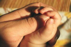 Лишение родительских прав недобросовестного отца ребёнка: от заявления до алиментов