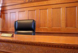 Куда жаловаться на поведение судьи и как оспорить его решение